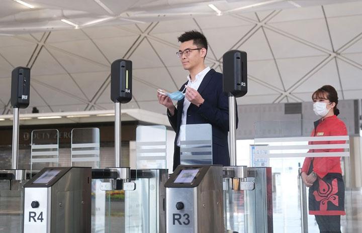 香港航空、顔認証で非接触搭乗手続き