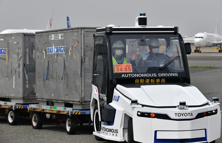 ANAと豊田自動織機、羽田空港で新型自動運転トラクターの実証実験