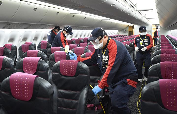 JAL、機内に長時間持続の抗菌剤 1回で3年以上、グループ全機に