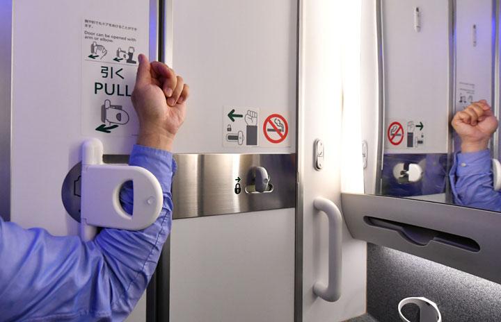 ANAとジャムコ、787にひじ開け式トイレドア 手を触れずに開閉
