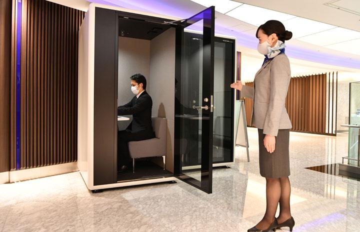 ANA、羽田空港ラウンジにWeb会議用個室 上級会員向けに試験導入 thumbnail